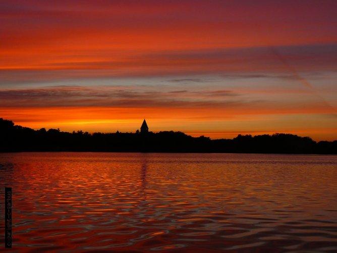 lipcowa czerwień jeziora Lubiąż