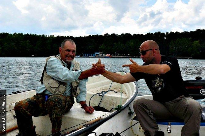 gest przyjaźni z Karolem podczas spotaknia na Lubiążu