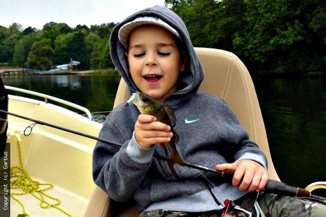 nawet dzieci łowią na jaskółki